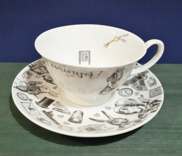 Taza v&A Alice in Wonderland